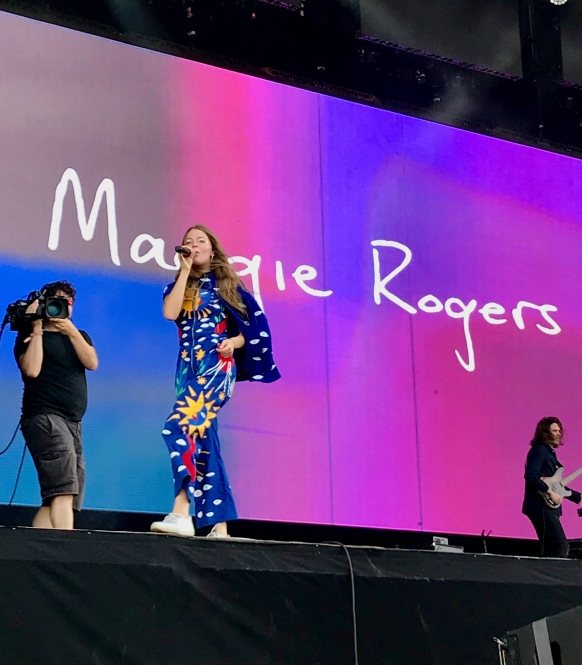 Maggie Rogers singing live